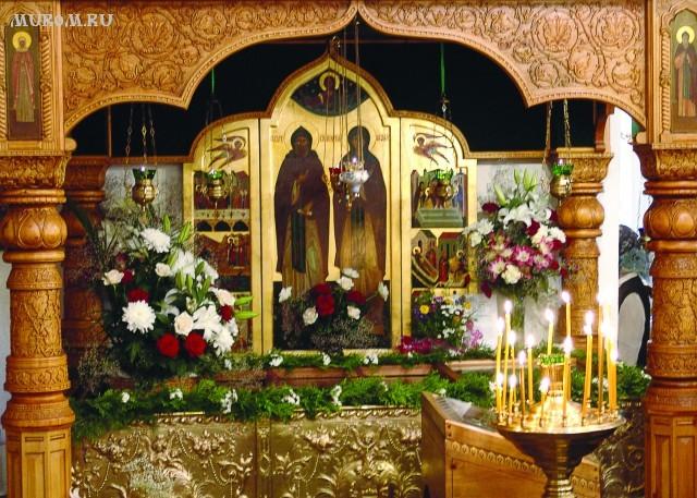 Муром  Свято-Троицкий монастырь. Рака с мощами святых Петра и Февронии Муромских