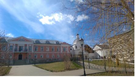 серпуховской Владычний женский монастырь сдалека